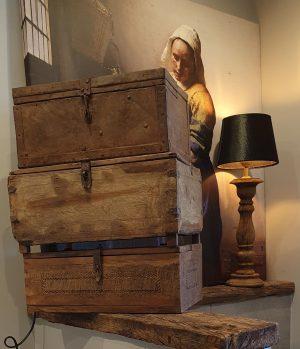 Oude houten kistjes voor een landelijk interieur