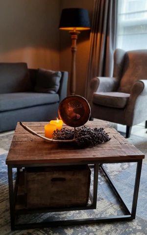 Salontafel gemaakt van oud doorleefd hout   Benard's Woonaccessoires
