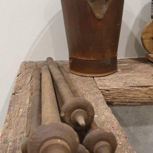 oude houten spintol bij Benard's Woonaccessoires