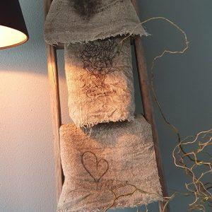 Shabbydoek anjer leuk en decoratief voor in een landelijk interieur bij Benard's Woonaccessoires