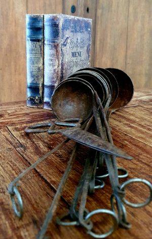 Roestbruine ijzeren oude textielschaar | Benard's Woonaccessoires