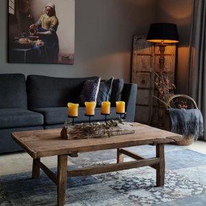 Salontafel gemaakt van oud doorleefd hout voor in een stoer en sober interieur | Benard's Woonaccessoires