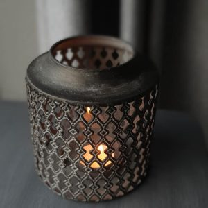 Windlicht met binnenglas in een sobere bruin grijze kleur. Voor een sfeervolle verlichting | Benard's Woonaccessoires