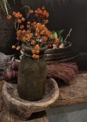 Bruin houten potje met gipskruid takje erin   Benard's Woonaccessoires   Uniek & Authentiek