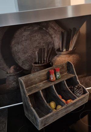 Gruttersbak met vier vakken in een vergrijsde kleur   Benard's Woonaccessoires   Ideaal voor in de keuken om er je fruit en groenten erin te bewaren
